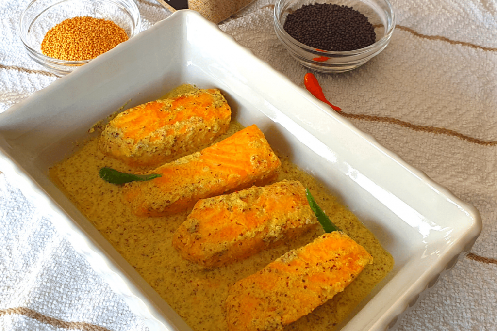 Salmon in gravy with mustard seeds and poppy seeds