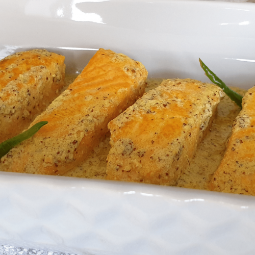 Salmon pieces in mustard and poppy seed sauce with two green chillies